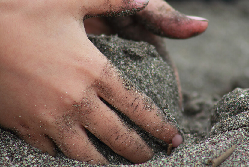 ずさんな砂場の管理